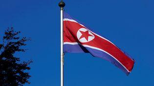 Un drapeau de la Corée-du-Nord à Genève (Suisse), le 2 octobre 2014. (DENIS BALIBOUSE / REUTERS)
