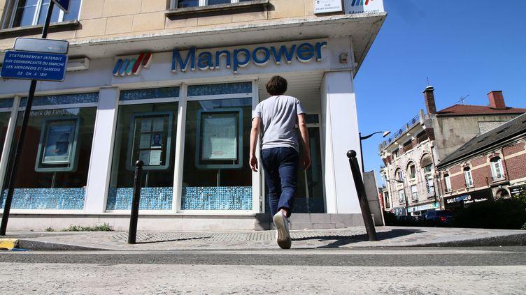 Une agence d'interim Manpower en région parisienne. Photo d'illustration. (JULIEN BARBARE / MAXPPP)