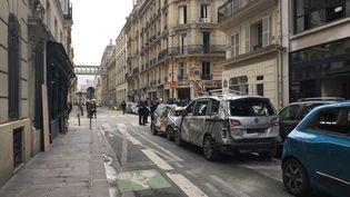 Le périmètre de sécurité autour de l'immeuble qui a été soufflé samedi lors d'une explosion à cause très probablement d'une fuite de gaz, rue de Trévise à Paris. (THOMAS PONTILLON / FRANCE-INFO)