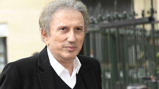 Michel Drucker, le 4 juin 2020, lors des funérailles de l'humoristeGuy Bedos, le 28 mai 2020. (BERTRAND GUAY / AFP)