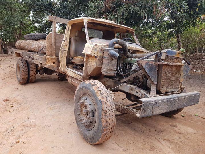Un des camions utilisés par les coupeurs de bois, dans la forêt d'Arariboia, en Amazonie brésilienne, novembre 2019. (M.O.)