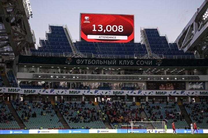 La Russie, qui accueilleraquatre matches lors de l'Euro, avait admis 13 000 supporters lors de son match face à la Slovénie, le 27 mars 2021. (ALEXEY FILIPPOV / SPUTNIK)