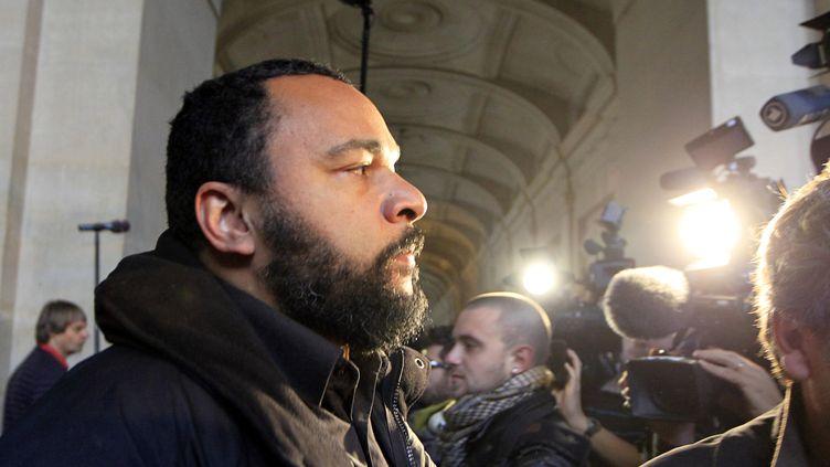 Dieudonné au tribunal de Paris, le 7 novembre 2011. ( CHARLES PLATIAU / REUTERS)