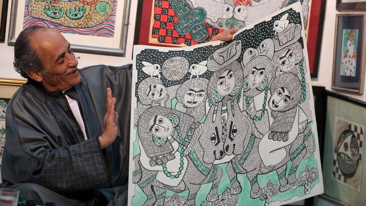 Le un peintre Hassan el-Shark dans son atelier (MOHAMED ABD EL GHANY/REUTERS)