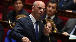 Le ministre de l'Education nationale Jean-Michel Blanquer lors des questions au gouvernement à l'Assemblée nationale, le 8 novembre 2017. (CHRISTOPHE ARCHAMBAULT / AFP)