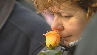 Une proche de victime commémore le 20e anniversaire du crash du Mont Sainte-Odile, le 20 janvier 2012. (FTVi / FRANCE 2)