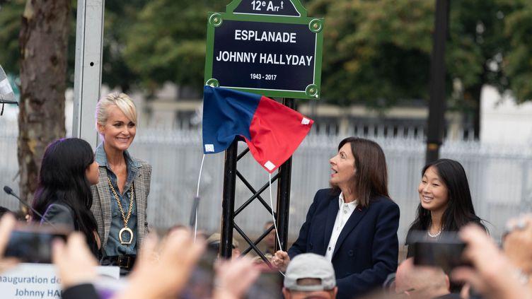 L'esplanade Johnny Hallyday inaugurée mardi 14 septembre 2021 à Paris 12e en présence de sa veuve Laeticia et de la maire de Paris Anne Hidalgo. (JACQUES WITT/ SIPA)