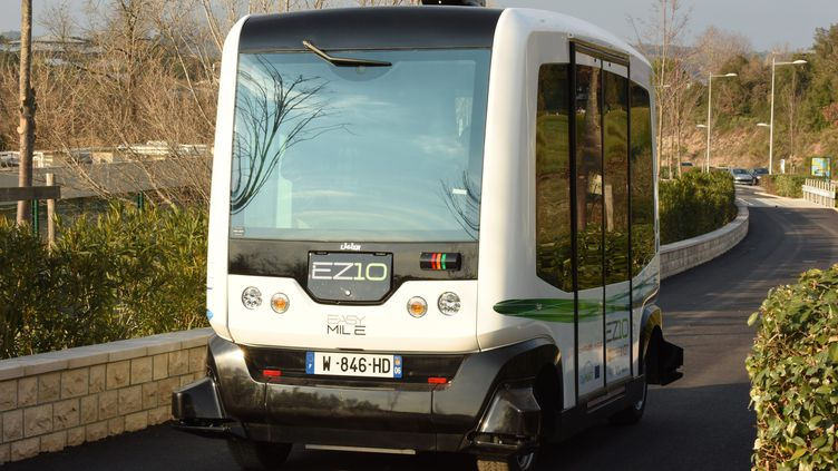 Illustration. Un véhicule de transport en commun électrique sans chauffeur. (JEAN PIERRE AMET / MAXPPP)