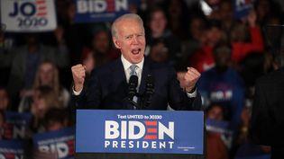 Le candidat démocrate à l'investiture Joe Biden prononce un discours, le 29 février 2020 à Columbia, après sa victoire en Caroline du Sud (Etats-Unis). (SCOTT OLSON / GETTY IMAGES NORTH AMERICA / AFP)