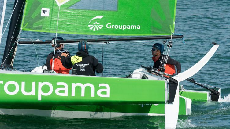 Franck Cammas à bord de Groupama (CITIZENSIDE/SERGE TENANI / CITIZENSIDE.COM)