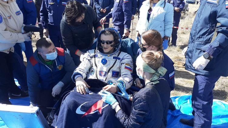 Le cosmonaute russeSergueï Koud-Svertchkov lors de son retour sur terre, samedi 17 avril 2021 au Kazakhstan, après une mission de six mois à bord de la Station spatiale internationale. (ROSCOSMOS)