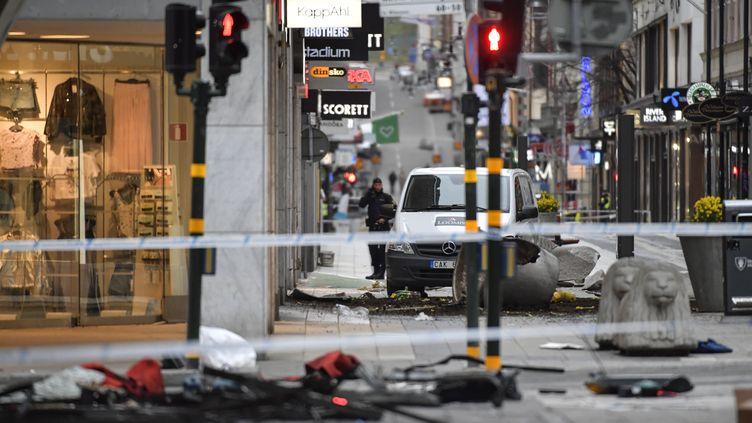 Le camion responsable de l'attaque à Stockholm en Suède, le 8 avril 2017. (JONAS EKSTROMER / TT NEWS AGENCY / AFP)