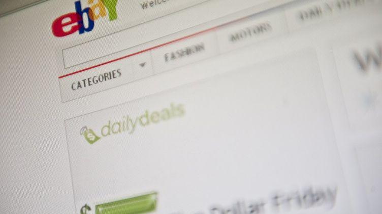 La page d'accueil du site de vente aux enchères eBay. (NICHOLAS KAMM / AFP)