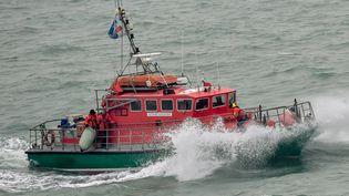 Un bateau de la SNSM, au large de Calais, le 25 janvier 2019 (PHILIPPE HUGUEN / AFP)