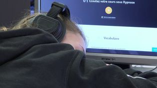 Apprendre les langues étrangères grâce à l'hypnose, c'est ce qu'expérimente un lycée dans les Landes. C'est une première en France. (FRANCE 3)