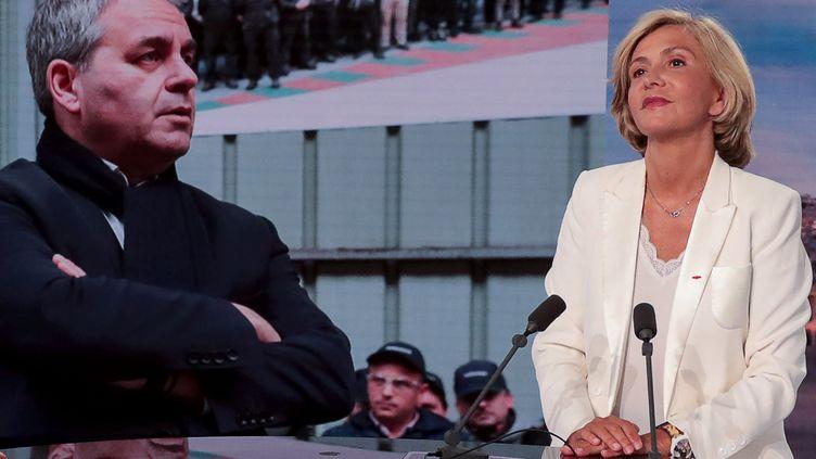 La présidente de la région Ile-de-France, Valérie Pécresse, annonce le 22 juillet sur TF1 qu'elle est candidate à l'élection présidentielle tandis qu'une photo du président des Hauts-de-France, Xavier Bertrand, est affichée en face d'elle. (JOEL SAGET / AFP)