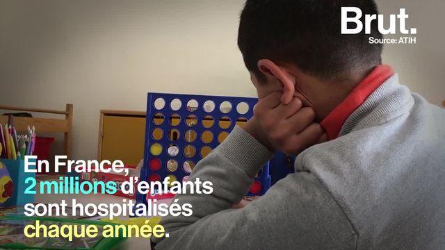 """Les bénévoles de l'association """"Main dans la Main"""" interviennent auprès des enfants malades afin d'améliorer leur qualité de vie au sein de l'hôpital."""