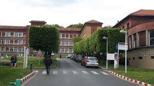 L'hôpital de Garches dans le Val-de-Marne où s'est rendu Emmanuel Macron mardi 25 avril (Julie Marie-leconte / Radio France)