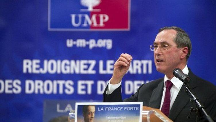 Claude Guéant fait campagne pour Nicolas Sarkozy, à Velaine-en-Haye (Meurthe-et-Moselle), le 2 mars 2012. (AFP - Sébastien Bozon)