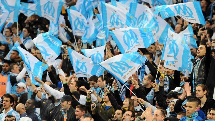 Des supporters de l'Olympique de Marseille au Stade de France, à saint-Denis, le 27 mars 2010. (REAU ALEXIS / SIPA)