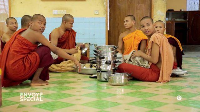 Envoyé spécial. Bouddhiste et raciste : un moine birman réclame un mur contre les Rohingyas