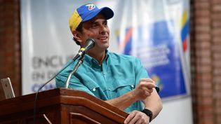 Henrique Capriles, figure de l'opposition au Venezuela, le 6 août 2017 (photo d'illustration). (FEDERICO PARRA / AFP)