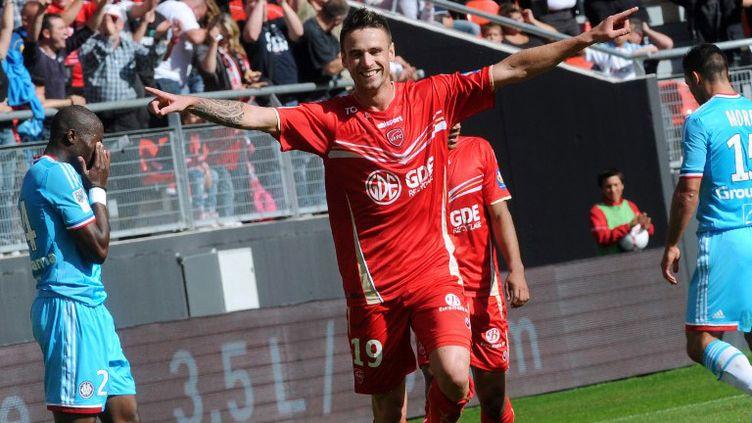 Vincent Aboubakar (Valenciennes) tout à sa joie après son but (FRANCOIS LO PRESTI / AFP)