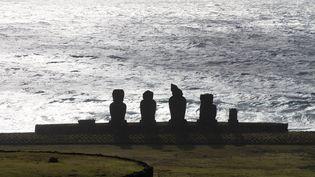 Les Moai, gigantesques statues de l'ïle de Pâques, au large du Chili. (JULIO WRIGHT / NOTIMEX / AFP)