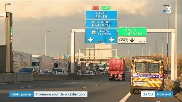 """""""Gilets jaunes"""" : l'autoroute A16 bloquée près de Calais"""