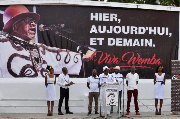 "Salif Traoré, dit ""A'Salfo"", du groupe Magic System rend hommage à Papa Wemba  (Sia KAMBOU / AFP)"
