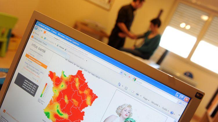 Consultation dans le cabinet d'un médecin généraliste d'Ecouflant (Maine-et-Loire), le 12 février 2013. (MAXPPP)