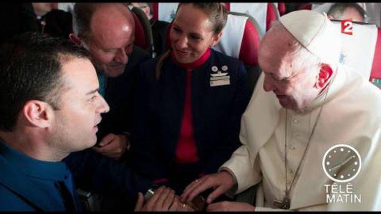 Le pape François a marié un couple dans l'avion. (FRANCE 2)