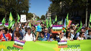 Des manifestants dans la Marche pour le climat à Paris, le 21 septembre 2019. (LUCAS BARIOULET / AFP)