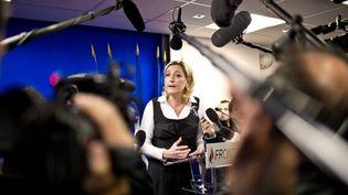 Marine Le Pen livre les chiffres de l'immigration à la presse réunie au siège du FN à Nanterre, le 21 février 2011. (AFP - Martin Bureau)