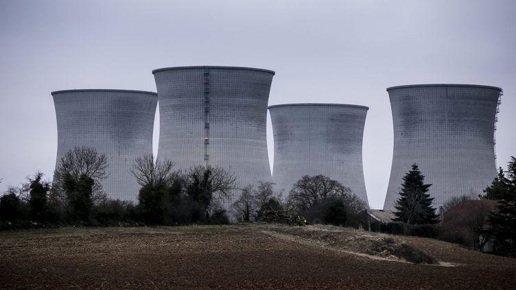Image d'illustration des tours de refroidissement de la centrale nucléaire du Bugey dans le département de l'Ain. (VINCENT ISORE / MAXPPP)