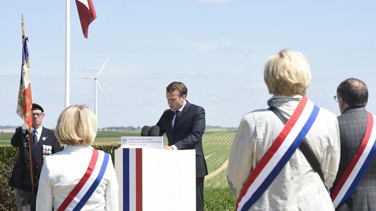 Le président de la République, Emmanuel Macron, le 17 mai2020 à La-Ville-aux-Bois-les-Dizy (Aisne). (FRANCOIS LO PRESTI / AFP)