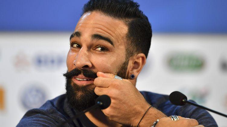 Le défenseur de l'équipe de France et de l'Olympique de Marseille, Adil Rami, le 4 juillet 2018, lors d'une conférence de presse à Istra (Russie). (YURI CORTEZ / AFP)