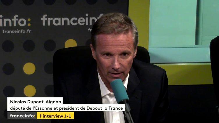 """Nicolas Dupont-Aignan était l'invité de """"L'interview J-1"""" mercredi soir avec Yaël Goosz. (FRANCEINFO)"""