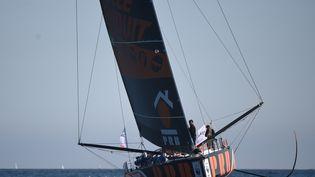 """Le skipper français Kevin Escoffier, le 10 septembre 2020, sur son bateau """"PRB"""", à Lorient (Morbihan). (JEAN-FRANCOIS MONIER / AFP)"""