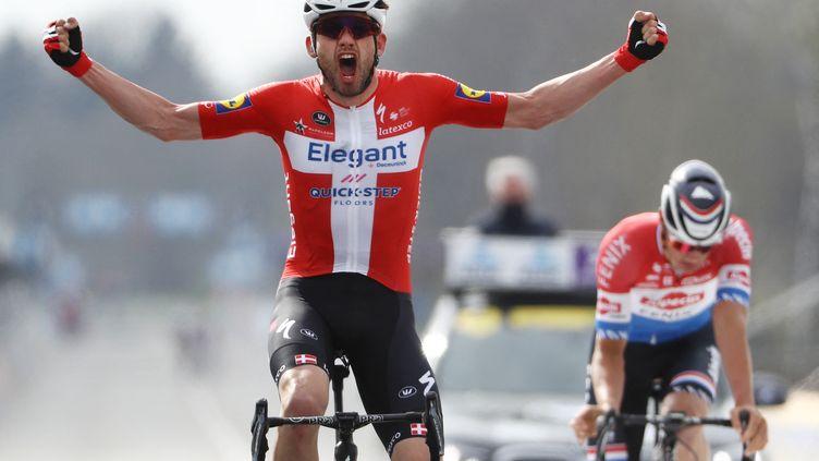 Kasper Asgreen (Deceuninck-Quick-Step) vainqueur du Tour des Flandres devant Mathieu van der Poel (Alpecin-Fenix), le 4 avril 2021 (DAVID PINTENS / BELGA)
