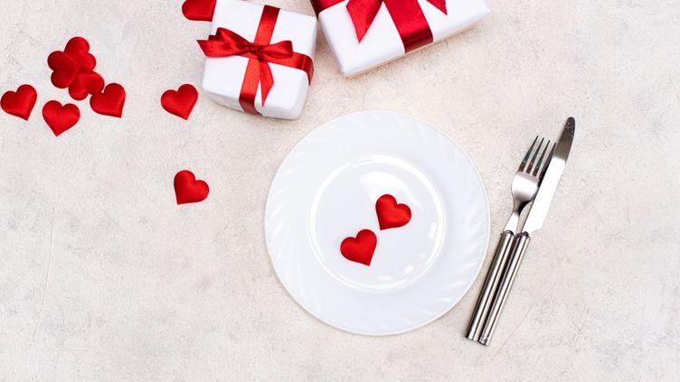 La Saint-Valentin a un goût singulier pour les amoureux en cette année 2021. Les restaurateurs et chefs leur ont préparé de délicieux dîners à emporter. (GETTY IMAGES / MOMENT RF)
