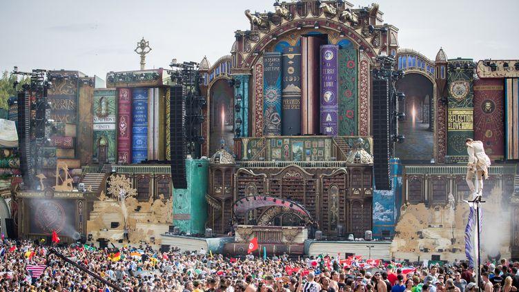 Vue de la scène principale du festival Tomorrowland le 19 juillet, organisé à Boom en Belgique jusqu'au 28 juillet. (DAVID PINTENS / BELGA)