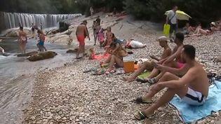 Une rivière dans l'Hérault, quoi de mieux pour se rafraichir en temps de canicule ? (FRANCE 3)