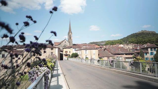 """Dans le village touristique de Saint-Antonin-Noble-Val (Tarn-et-Garonne), la grande majorité des commerces et restaurants refusent le contrôle le pass sanitaire. Ils se revendiquent en """"zone libre""""."""