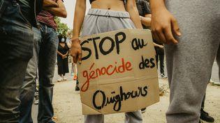 Une manifestation en soutien aux Ouïghours à Paris, le 25 juillet 2020. (J?R?ME LEBLOIS / HANS LUCAS / AFP)
