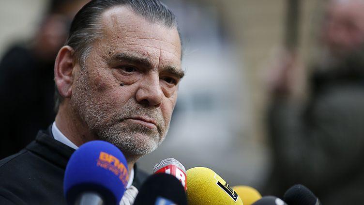 Franck Berton, l'ancien avocat français de Salah Abdeslam, s'exprime face à la presse au palais de justice de Paris, le 27 avril 2016. (MATTHIEU ALEXANDRE / AFP)