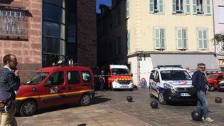 Pascal Filoé a été agressé en pleine rue devantl'hôtel de ville de Rodez (Aveyron), jeudi 27 septembre 2018. (FRANCE 3 OCCITANIE)