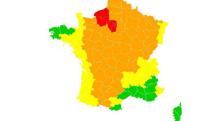 Météo France a placé 9 départements en alerte rouge à la canicule et 53autres en alerte orange, vendredi 7 août 2020. (FRANCEINFO)