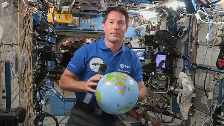 L'astronaute français Thomas Pesquet donne une conférence de presse depuis la Station spatiale internationale, le 30 avril 2021. (EUROPEAN SPACE AGENCY / AFP)