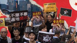 Une manifestation à Hong Kong pour le retrait du projet de loi sur l'extradition. (JESSICA KOMGUEN / FRANCEINFO)
